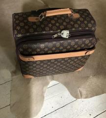 Új utazó bőröndöm repülő kézipoggyász méret