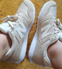 Eladó a szerelem cipőm