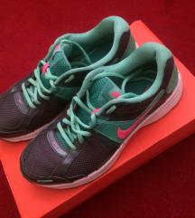 Nike dart cipő új