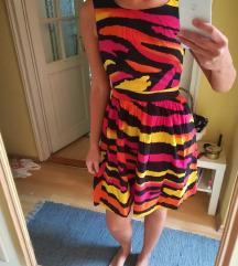 Vagány, kivágott hátú színes nyári ruha
