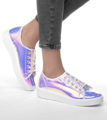 Színváltós cipő