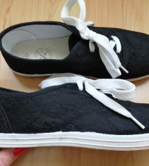 Csipkecipő