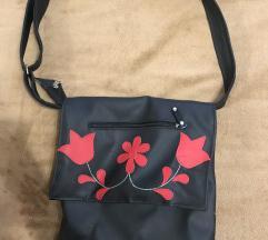 Fekete hímzéses táska