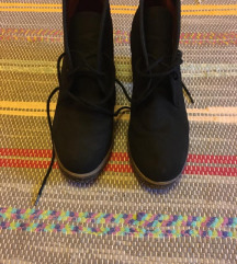 Fekete átmeneti cipő