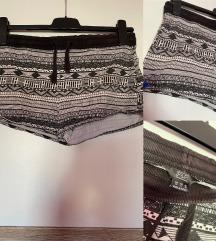 Fekete fehér mintás rövidnadrág