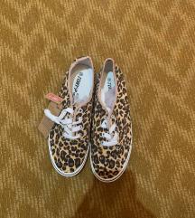 Új, 41-es párduc mintás tornacipő