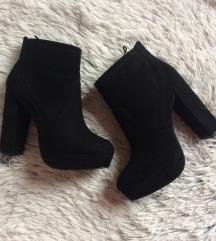H&M magassarkú fekete bokacsizma, cipő eladó!