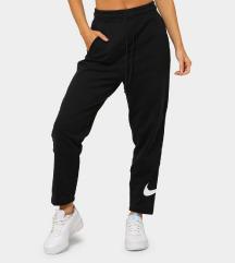 Új Nike melegítő