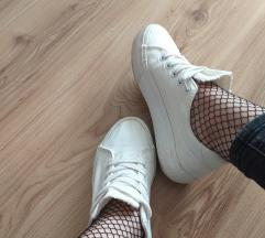 Fehér vászoncipő