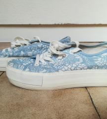 Csipkés cipő