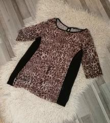 Kissé áttetsző anyagú póló leopárdmintával