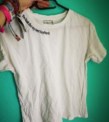 Nyaknál feliratos póló