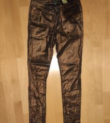 Eladó nadrágok