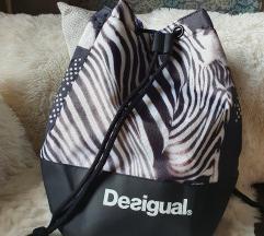 Új Desigual sport táska