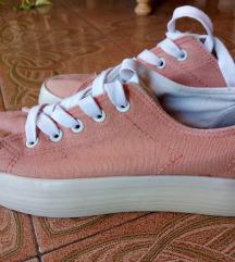 Rózsaszín magastalpú cipő