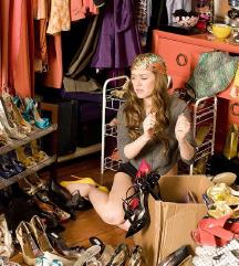 Cipők,ruhák jó áron érdemes benézni!