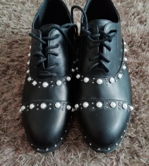 Női gyöngyös cipő