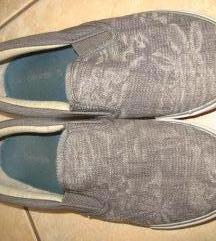 37-es belebújós cipő