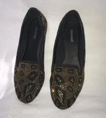Női köves cipő