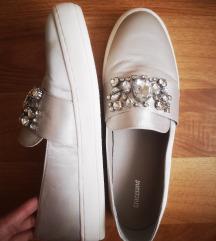 Eladó Női Cipő