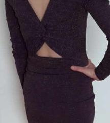 Csillogó lila miniruha különleges hátkivágással