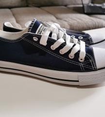41-es sötétkék rövidszárú Converse tornacipő