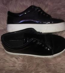 Fényes  hatású cipő