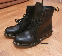 38-as Dr Martens bakancs