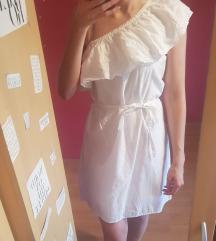 Félvállas fehér ruha