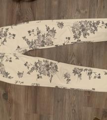 Virágos fehér nadrág