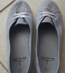 Pöttyös kiscipő