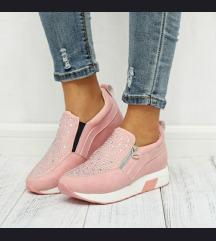 Straszos női cipő