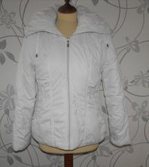 Gyönyörű hímzett hófehér kabát M-es