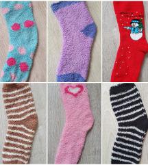 Plüss zokni színes mintás
