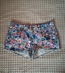 virágos nyári rövidnadrág