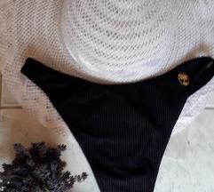 Fekete, bordázott anyagú tanga