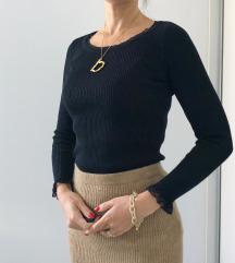 Fekete csipkés szélű kötött pulcsi