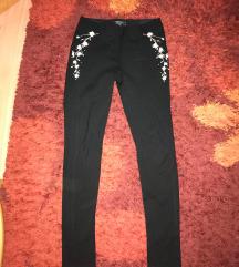 Fekete virágos leggings
