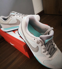 Nike 36.5 kétszer viselt