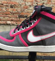Eladó Nike pár alkalommal hordott magasszárú cipő