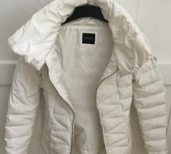 GUESS fehér téli toll kabát GUESS fehér téli toll kabát ... f1725f06ff