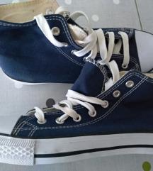 Egyszerű, kék tornacipő 38-as méretben eladó