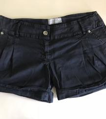 Fekete, csinos rövidnadrág
