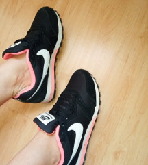 Nike 36,5 Bth: 23-cm egyedi pink fekete fehér cipő