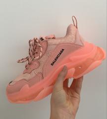 Márkás  cipő