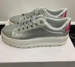 Ezüst magastalpú női cipő sportcipő