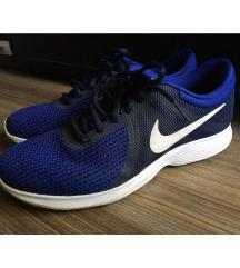 Nike Revolution 4 cipő