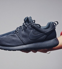Nike Triple Black Roshe Run