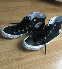új converse tornacipő