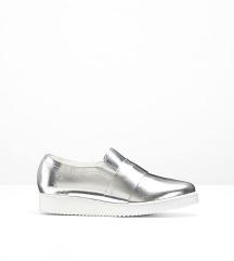 38-as ezüst bőrcipő